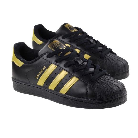 nwt adidas superstar oro, scarpe nere poshmark originali.